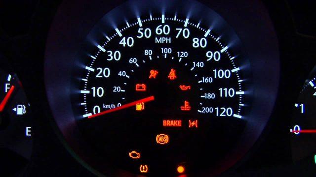 Arabanız bu işaretlerle size bir şeyler anlatmak istiyor!
