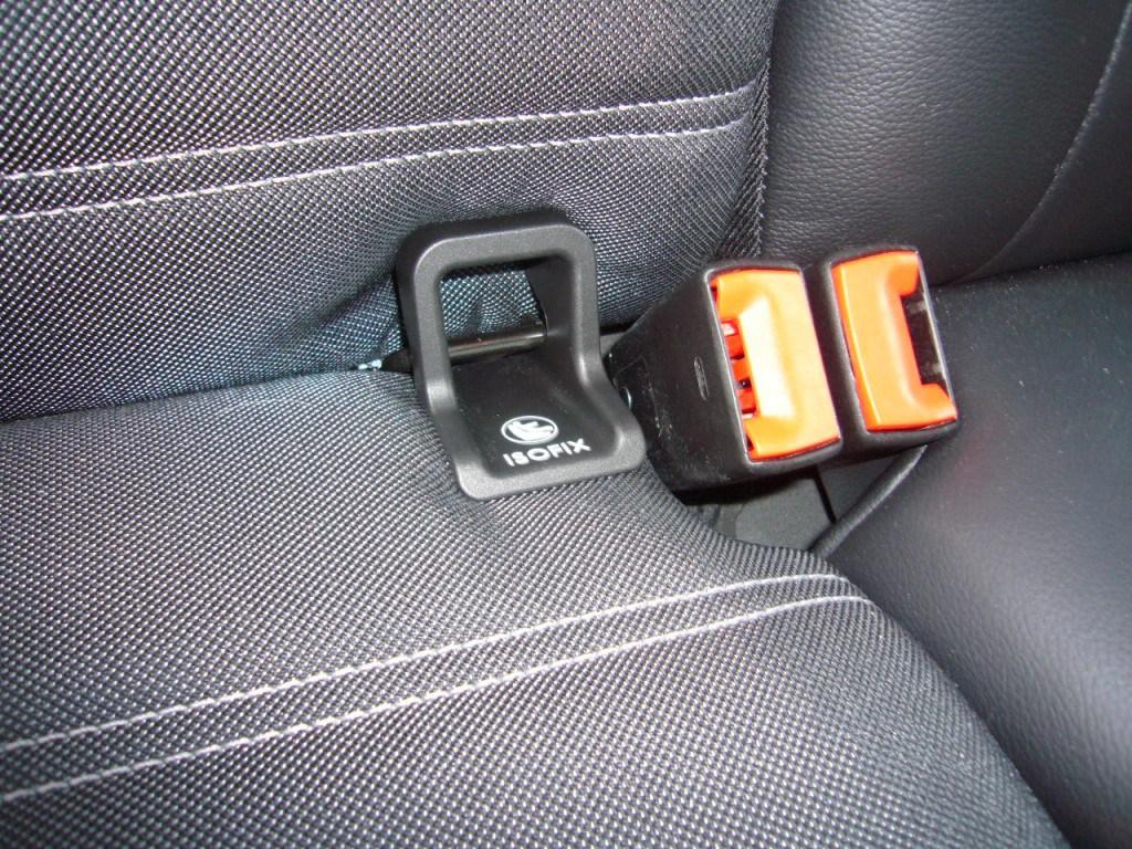 Isofix, çocuk ve bebek koltuklarının otomobile kolayca sabitlenmesini sağlar.