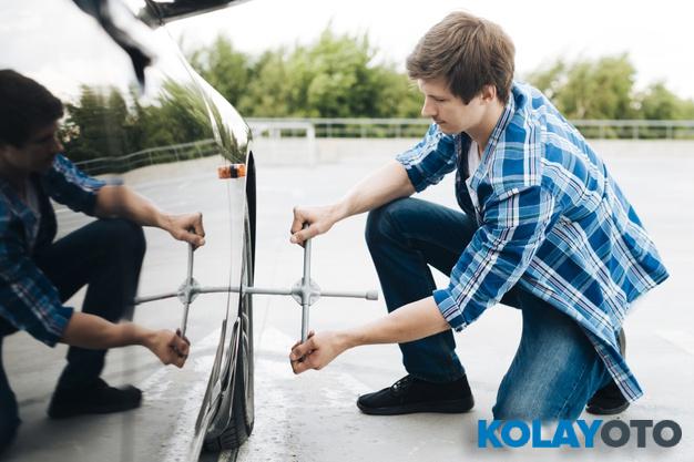 Lastik Nasıl Değiştirilir? 18 Adımda Araba Lastiği Değiştirme Tüyoları